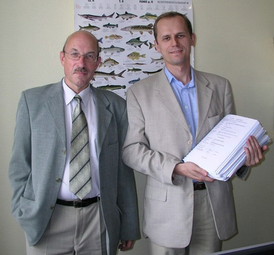 Dr. Vasily Krasnoborodko (right) with the technological project of RAS and Dr. Vladimir Seryj (left), Chief engineer of the project